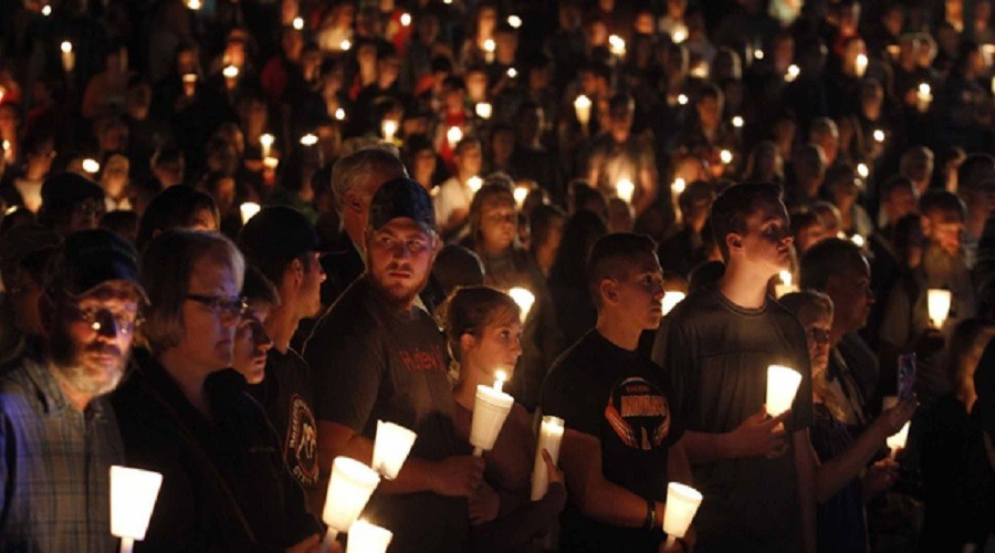 Candlelight vigil after the mass shooting at Umpqua Community College